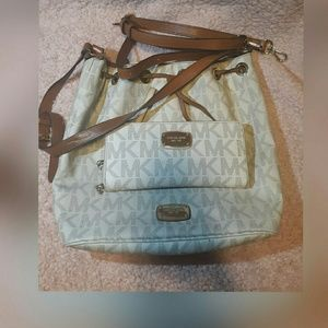 Michael kors jet tote with wallet